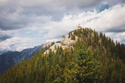 Vue sur le Mont Sulphur. Parc national de Banff au Canada.