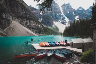 Vue sur le lac Moraine. Parc national de Banff au Canada.